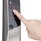 タッチパネルで暗証番号を入力してロック解除