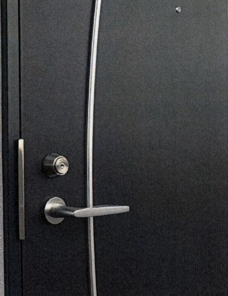 このような普通のドアに付け替えます。